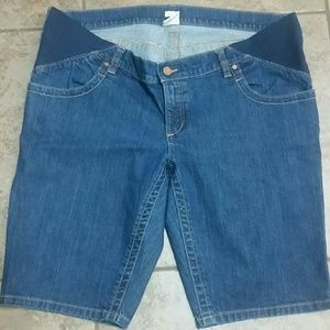 💥Old Navy Maternity Bermuda shorts